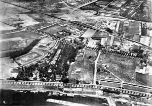 A262 Im Vordergrund der südliche Teil des späteren Ausstellungsgeländes im Jahre 1934. Vorne links die Leiffmann‐Villa, im Hintergrund das Schlageterforum Q Fotosammlung Stadtmuseum Düsseldorf