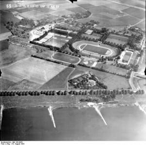 A323a-Das-erste-Rheinstadion-Q-Bundesarchiv-Bild-195-0979-1.jpg