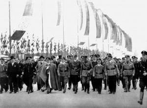 A400 Ministerpräsident Göring auf seinem Rundgang über d ie soeben eröffnete Ausstellung Q StAD NL Emundts 10