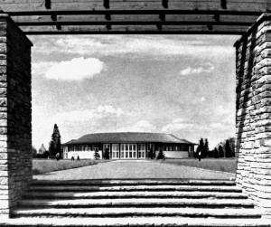 A430 Blick durch die Pergolen auf die Blumenhalle Q Baumeister 1937.282