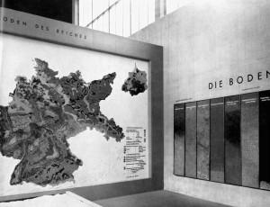 A627 Eine der Karten in der Halle Deutscher Lebensraum Q Maiwald 1939, Bd. 1, o.S
