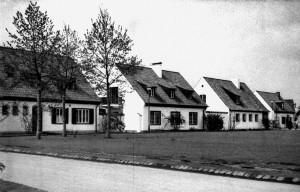 A703 Die am Rande des Angers gelegenen Häuser, v.l. GS 88, 87, 86, 57 Q MBS 1937.226