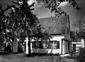 A745a Gartenfront des von Emundts erbauten Musterhauses GS 20 Q MB 1937.235