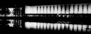 Ah06 Die nächtlich erleuchtete Front des Fahrenkampschen Gebäudes am Hauptfestplatz Q StAD NL Emundts 2