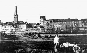 A152 Das Altstadtufer von Oberkassel aus gesehen (um 1860). Q StAD 033.100.003 Sammlung Söhn
